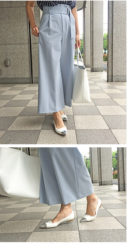 Navy pants × Color sandals